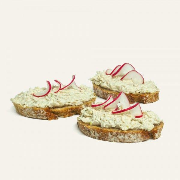 chlebíček-s-makrelovou-nátierkou-nahlad