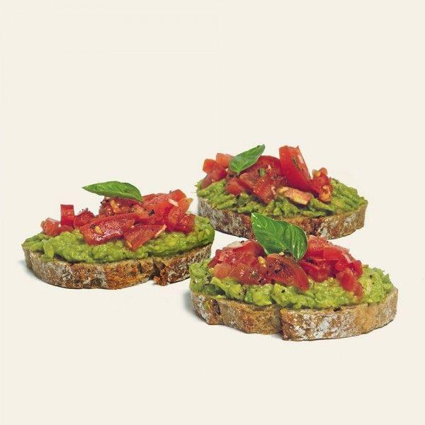 chlebíček-s-avokádom-a-rajčinami-nahlad