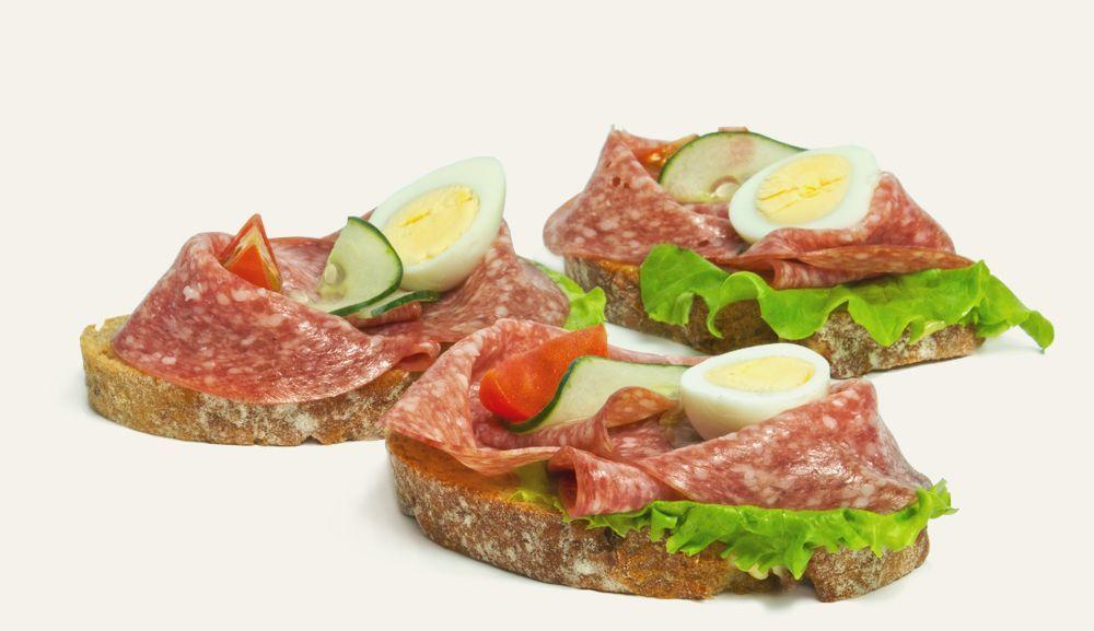 chlebíček s malokarpatskou salámou