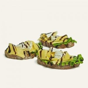 chlebíček-s-tromi-druhmi-syra-nahlad
